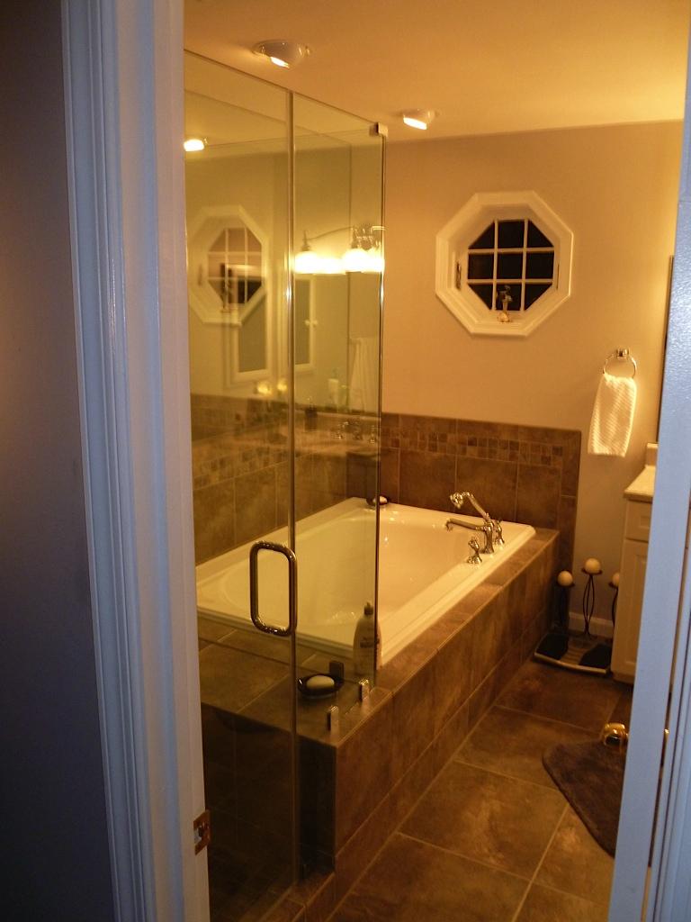 Lou Bathroom - 10